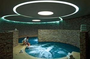 Castel Monastero бассейн фото